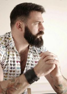 Bald Men With Beards, Bald With Beard, Great Beards, Awesome Beards, Scruffy Men, Hairy Men, Men Handsome, Beard Styles For Men, Hair And Beard Styles