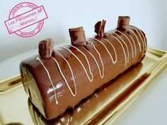 Bûche mousse Nutella et Kinder Bueno Christmas Time, Xmas, Caramel Apples, Manon, Biscuits, Sweet Tooth, Rolls, Food And Drink, Sweets