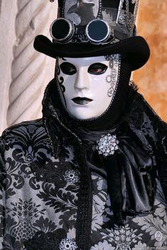 2015 Venice - Eight Venetian Costumes, Venetian Carnival Masks, Carnival Of Venice, Tatoo Steampunk, Chica Gato Neko Anime, Anastasia, Costume Venitien, Venice Mask, Final Fantasy Artwork