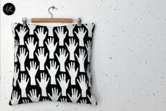 Cuscino coprire le mani di un artista  1 cuscino 2 di bastisRIKE, €42.00