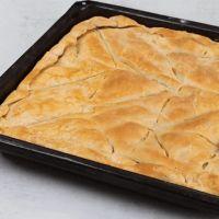 Spanakopita, Pie, Baking, Ethnic Recipes, Desserts, Food, Gastronomia, Torte, Tailgate Desserts