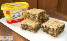 Make oatmeal chocolate chip cookie bars for a filling, sweet snack! Butter Chocolate Chip Cookies, Chocolate Chip Oatmeal, Oatmeal Cookies, Lean Snacks, Homemade Cookies, Butter Recipe, Ww Recipes, Good Food, Fun Food