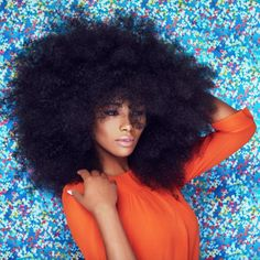 Here is a big afro with hair, healthy hair ! Curly Hair Styles, Natural Hair Styles, Natural Black Hair, Big Afro, Pelo Afro, Pelo Natural, Foto Art, Natural Hair Inspiration, Afro Hairstyles