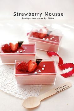 Feeling romantic and you want to give your special someone a delicious dessert? … Feeling romantic and you want to give your special someone a delicious dessert? This Strawberry Mousse would be the perfect gift. Fancy Desserts, Just Desserts, Delicious Desserts, Dessert Recipes, Yummy Food, Dessert Boxes, Dessert Cups, Patisserie Fine, Mousse Dessert