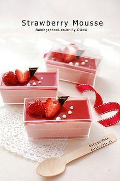 Strawberry mousse //     [딸기무스]      -딸기퓨레110g 올리고당20g 레몬즙1Ts      -가루젤라틴1Ts(8g) 물30g      -생크림(동물성)100g      [딸기젤리]      -딸기퓨레 30g 올리고당 2ts      -가루젤라틴 1ts(3g) 물 1/2Ts      [장식용] 딸기,휘핑한 생크림,서브리모 적당량