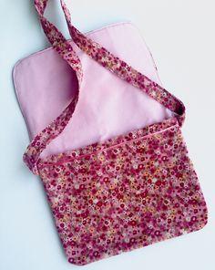 Couture facile tuto couture facile couture d butant tuto sac petite fille sacs pinterest - Tuto pochette bandouliere ...