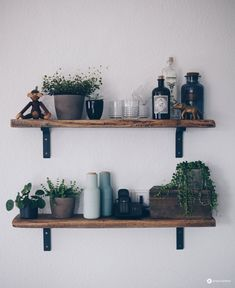 Do it yourself DIY shelf from old wooden planks - DIY furniture itself .- DIY Regal aus alten Holzdielen selbermachen – DIY Möbel selbermachen DIY shelf made of old wooden planks – old wood processing – DIY furniture – Interior DIY - Diy Furniture Making, Diy Home Decor, Room Decor, Home Decoration, Bois Diy, Diy Casa, Wood Planks, Old Wood, Wooden Diy