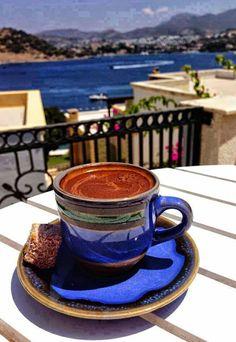 Coffee Box, Best Coffee Mugs, Brown Coffee, Coffee Cafe, Black Coffee, Coffee Drinks, Good Morning Coffee, Coffee Break, Coffee Hound
