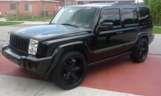 murdered-out-jeep-commander.jpg 595×358 pixeles