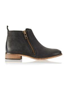 Vogue Festival Folk:Kurt Geiger brown side zip ankle boot