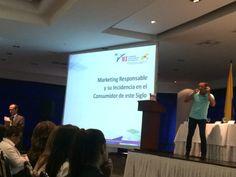 Un instante de mi ponencia sobre marketing responsable en el VI Congreso Internacional de Negocios de Medellín