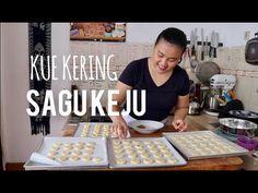 KUE KERING SAGU KEJU RENYAH - YouTube Indonesian Sambal Recipe, Cheddar, Cookie Recipes, Food And Drink, Treats, Make It Yourself, Snacks, Cookies, Baking