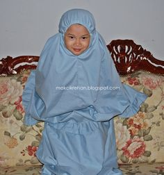 Makcik Rehan: Tutorial Telekung Kanak-kanak Felt Cushion, Hijab Tutorial, Sewing For Kids, Needlework, Projects To Try, Outfits, Prayer, Dan, Pastel