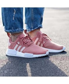 check out 6a4b1 7145f Chaussure Adidas NMD R1 Femme Rose Blanc Nike Shoes, Pink Adidas Shoes,  Womens Shoes