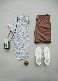 Tips For Wearing Short Sleeve Shirts With Pants Or Shorts .- Dicas Para Usar Camisas De Manga Curta Com Calças Ou Bermudas Tips For Wearing Short Sleeve Shirts With Pants Or Shorts – Men& Channel - Mens Casual Dress Outfits, Summer Outfits, Mode Outfits, Fashion Outfits, Fashion Tips, Style Masculin, Moda Blog, Look Man, Outfit Grid