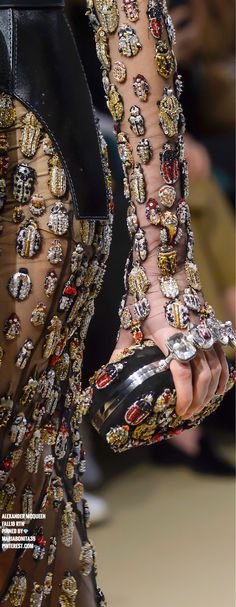 Alexander McQueen Fall18 Details #FashionTrendsEditorial