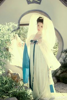 """Chinese national costume, """"Han Fu"""" Oriental Fashion, Asian Fashion, Chinese Fashion, Traditional Fashion, Traditional Outfits, Traditional Chinese, Chinese Clothing, Chinese Dresses, Old Shanghai"""