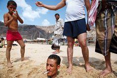 q8-pIMG_8301_yemen_den_beach_cigarette_smoking_street_photography-1