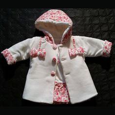 ensemble bébé fille manteau + robe blanc à imprimé rouge trés classe