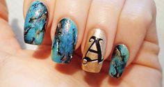 Nail Art Turchese: contro stress e negativita - http://www.beautydea.it/nail-art-turchese-stress-negativita/ - Crea con il nostro tutorial step by step una nail art 'amuleto' con turchesi scintillanti!