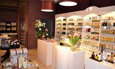 Necessities Fragrances and Make-up Store -  Discover Antwerp with Citypath, the ultimate digital city platform for tourists & locals! Go to: antwerp.citypath.eu