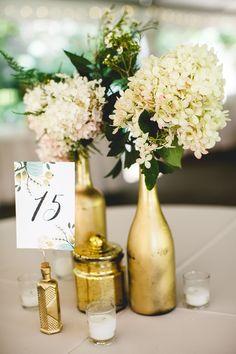 ideas for diy wedding planning wine bottles Wine Bottle Vases, Wine Bottle Centerpieces, Wedding Wine Bottles, Gold Centerpieces, Wedding Vases, Wine Bottle Crafts, Diy Wedding, Wedding Decorations, Wedding Ideas
