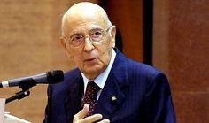 Napolitano fa gli auguri alle alte autorità, ma non tiene conto della sentenza della Consulta