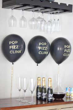 POP FIZZ CLINK New Year's Eve Balloons-party