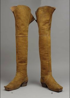 Pair of man's leather thigh boots - English - 1630's