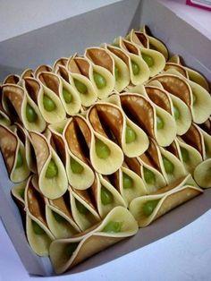 Get Chinese Food Treat Recipe Malaysian Cuisine, Malaysian Food, Indonesian Desserts, Asian Desserts, Indian Food Recipes, Asian Recipes, Sweet Recipes, Malaysian Dessert, Asian Cake