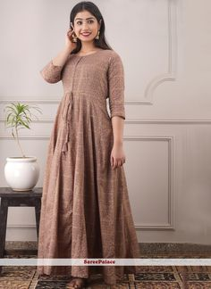 Chanderi Trendy Gown in Brown Beautiful Saree, Beautiful Outfits, Lavender Gown, Different Types Of Dresses, Indian Ethnic Wear, Designer Gowns, How To Dye Fabric, Brown Fashion, Half Sleeves