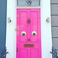 Home door with personality! What a great idea but where can one find huge googly. Pastel House, Beautiful London, Happy House, Cute Diys, Diy Door, Colorful Decor, Home Accessories, Locker Storage, Sweet Home