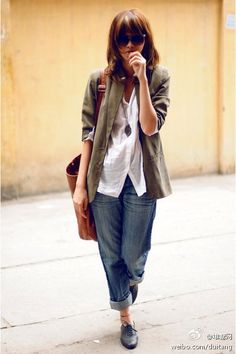Boyfriend jeans, white blouse, blazer, oxfords.