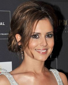 Cheryl Cole Loose Bun - Cheryl sported a loose bun with face framing bangs while hitting a party in Hollywood. Updos For Medium Length Hair, Up Dos For Medium Hair, Long Hair With Bangs, Medium Hair Styles, Long Hair Styles, Cheryl Cole, Cabelo Kate Middleton, Wedding Hairstyles, Cool Hairstyles