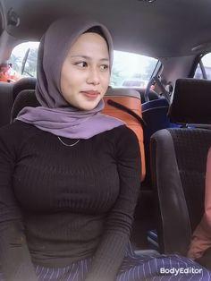 Arab Girls Hijab, Girl Hijab, Hijab Outfit, Hijab Barbie, Beautiful Hijab Girl, Pretty Asian Girl, Hijab Fashionista, Canadian Girls, Indonesian Girls