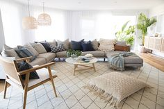 home decor tips are offered on our site. Have a look and you wont be sorry you did. Beach House Style, Living Room Furniture, Living Room Decor, Dining Room, Coastal Living Rooms, Coastal Bedrooms, Coastal Cottage, Coastal Homes, Cool Rooms