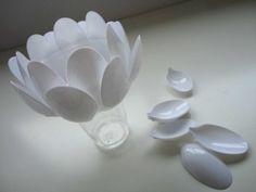 Luminária de colher de plástico
