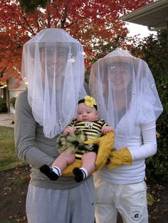 32 halloween costumes for kids girls!Discover the biggest and best selection of unique Kids Costumes on the entire web? Find the best Halloween Costumes for kids Bee Halloween Costume, Fröhliches Halloween, Family Halloween Costumes, Baby Costumes, Holidays Halloween, Halloween Couples, Zombie Costumes, Group Halloween, Couple Costumes