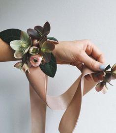 Cute alternative for junior bridesmaids   Florals by @runningwildflorals!
