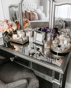 Are you looking to brighten up a dull room and searching for interior design tips? One great way to help you liven up a room is by painting and giving it a whole new look. Vanity Room, Vanity Decor, Vanity Ideas, Bedroom Vanities, Mirrored Bedroom Furniture, My New Room, My Room, Glam Room, Home And Deco
