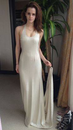 Wonderful dress and beautiful girl.  Impressive!!!