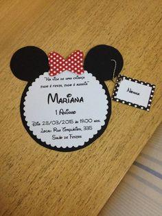 Convite em Scrapbook tema Minnie.  Produzido com papel 180 grs, inclui correntinha em aço e tag de indentificação dos convidados.    Produzimos outros temas, consulte-nos!