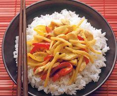 Pouletgeschnetzeltes mit Bambussprossen an grüner Currysauce Green Curry, Rice, Ethnic Recipes, Food, Veggie Food, Easy Meals, Cooking, Essen, Meals