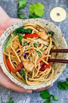 Crock pot Slow Cooker Chicken Lo Mein makes the perfect easy Asian-inspired weeknight meal! Best of all, takes only 15 minutes to put together with the most authentic flavors! So delicious and way better than any Chinese takeout! Leftovers make great lunc Slow Cooker Recipes, Crockpot Recipes, Cooking Recipes, Cooking Games, Crockpot Dishes, Lunch Meal Prep, Easy Meal Prep, Chicken Lo Mein, Buzzfeed Tasty