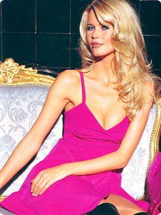 claudia schiffer versace campaign - she looks great in pink Claudia Schiffer, Top Models, 90s Fashion, Fashion Models, Estelle Lefébure, Original Supermodels, German Women, Natalia Vodianova, Sexy Women