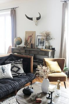 Modern Bohemian Southwestern Decor In A Living Room Southwest Decorating Ideas Retro Home