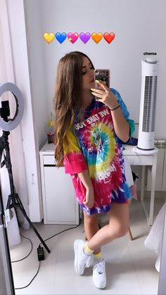 Warm Outfits, Stylish Outfits, Cute Outfits, Instagram Pose, Instagram Story Ideas, Monkey Art, Girls Dpz, Sexy Jeans, Tye Dye
