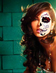 Sugar Skull Girl, Sugar Skull Makeup, Halloween Skeletons, Halloween Town, Maquillaje Halloween, Halloween Face Makeup, Mexican Costume, Dead Makeup, Colorguard