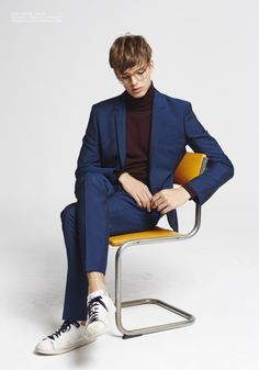 Pastime Paradise features one of our current favourites Daan van der Deen at View Mgmt, photographed by Luciano Insua for Carbon Copy Styled by Ida Johansson, with production by Mr & Mrs F… Human Poses Reference, Pose Reference Photo, Look Man, Poses References, Body Poses, Male Poses, Action Poses, Suit Fashion, Photo Poses