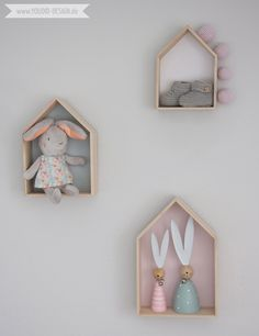 Inspiration for a scandinavian nursery Inspirationen für ein skandinavisches Kinderzimmer in mint blush House Shelf Haus Regal IKEA Hack scandinavian deko interior nordic interior style scandi | www.youdid-design.de